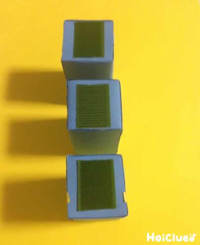 牛乳パックにマジックテープをつけた写真