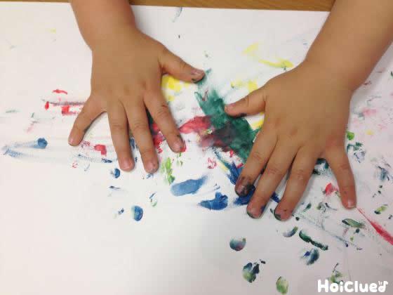 【お絵描き技法】フィンガーペインティング〜乳児さんから幅広い年齢で楽しめる遊び