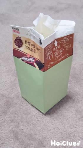 牛乳パックに折り紙を貼り付けた写真