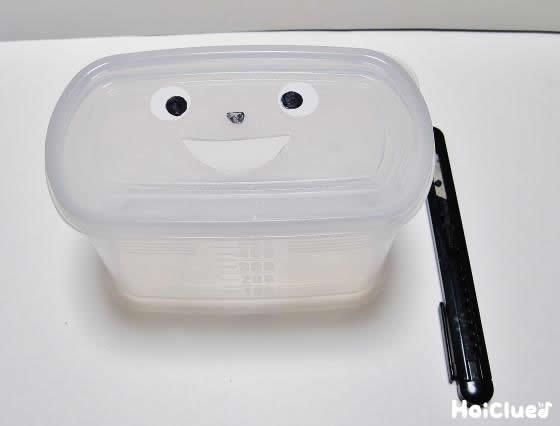 もう一つの容器にも顔を描いた写真