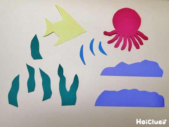 色画用紙で海の中の生き物を切り取った写真