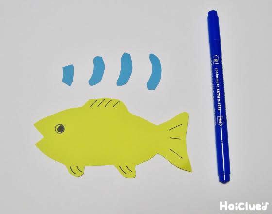 画用紙に魚の絵を描いた写真