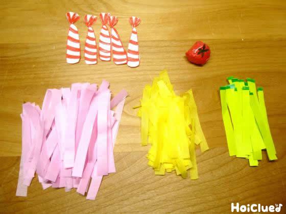 具材を折り紙などで作成した写真