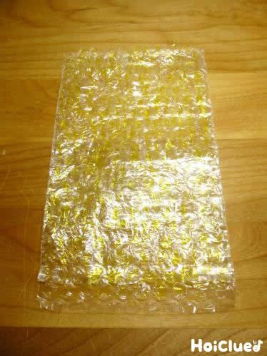 気泡緩衝材に黄色い色をつけた写真