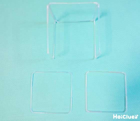 四角いストローを同様に5個作り箱型になるよう固定する様子