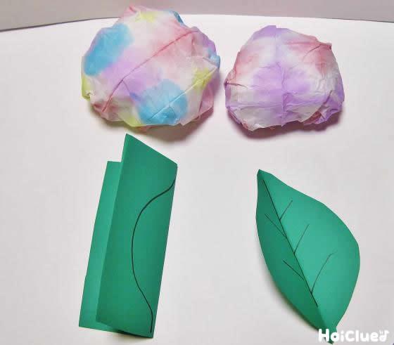 葉っぱの部分を作っている写真