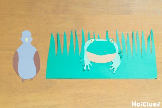 紙で動物などを作っている写真