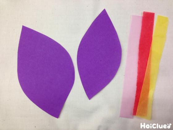 折り紙をサツマイモの形に切り抜いた写真