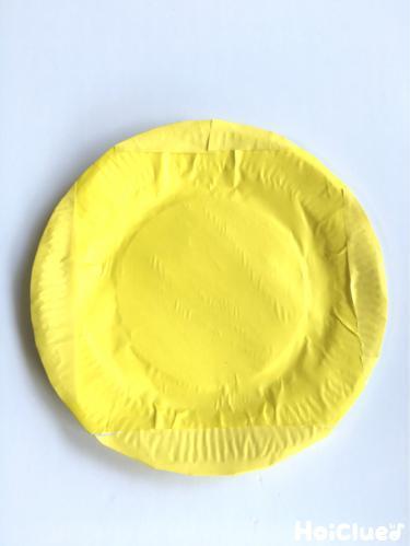 紙皿に折り紙を貼り付けた写真