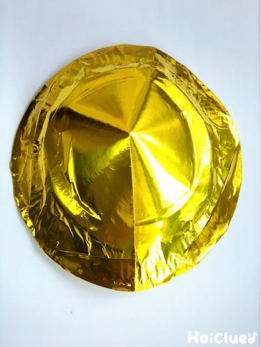 紙皿金色の折り紙でくるんで膨らませた写真