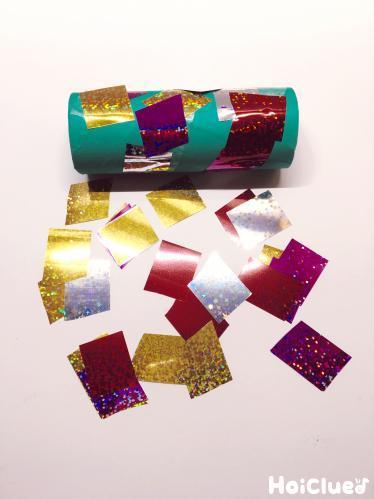 巻きつけたテープの上ににカラーセロファンを貼り付けた写真