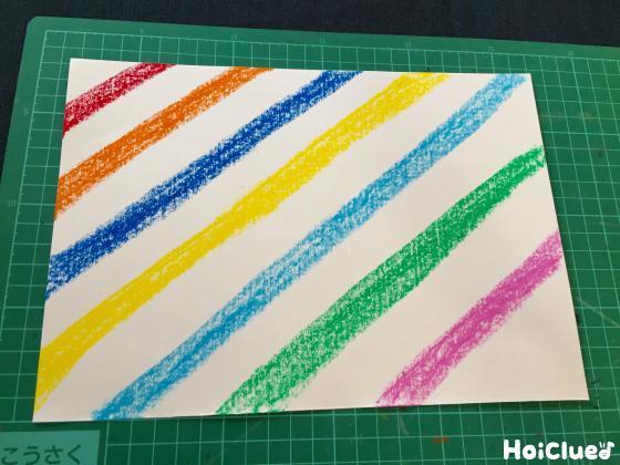 斜め縞模様をいろんな色で描いた写真