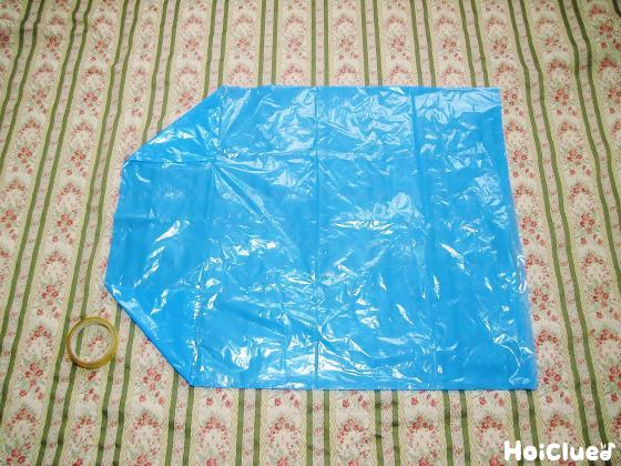 ビニール袋の端をテープで留めた写真