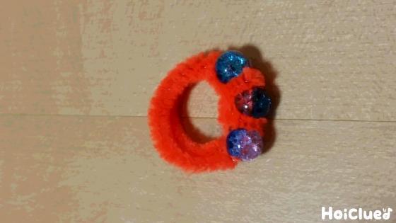 モールを指輪の形にした写真