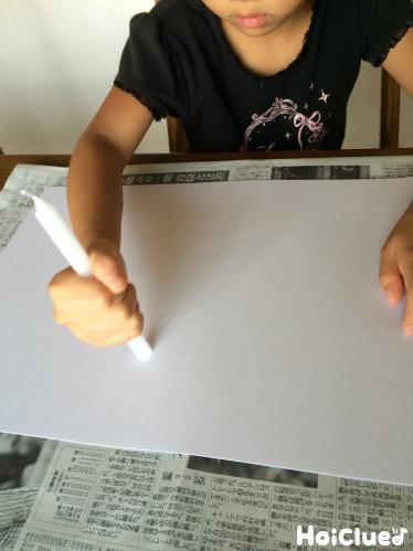 ろうそくで絵を描いている写真