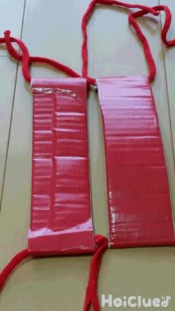 段ボールの部分に赤い布テープを巻いた写真
