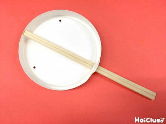 丸い容器に割り箸を通した写真