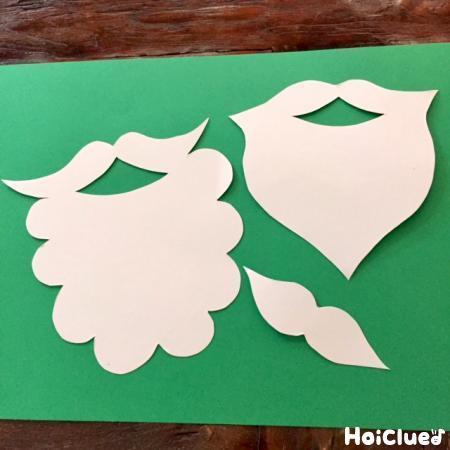 画用紙で作った3種類のひげの写真