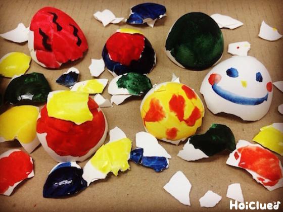卵の殻に絵を描いた写真