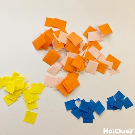 沢山の細かい四角の折り紙