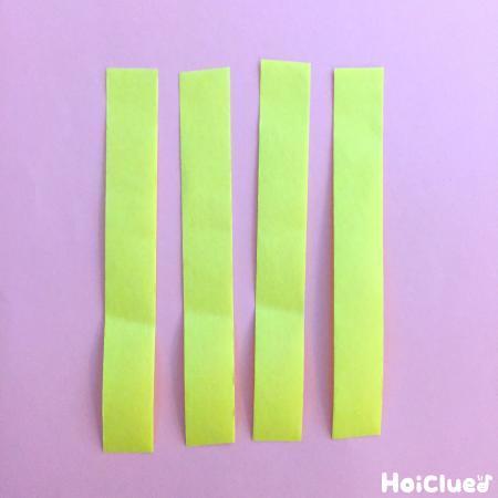 紙テープを同じ長さにカットした写真