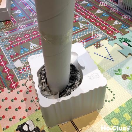 トイレットペーパーの芯を繋げて容器にさした写真