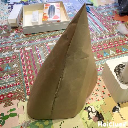 紙袋で円錐を作った写真