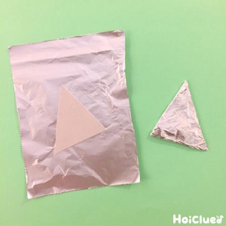 アルミホイルでで三角を作った写真