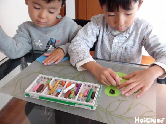 カエルを作る子どもたちの様子