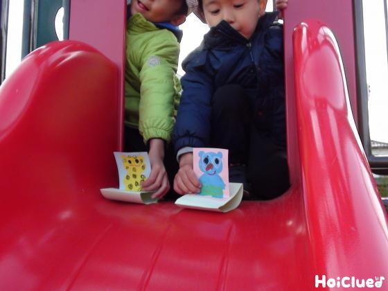 ソリで遊ぶ子どもたちの様子