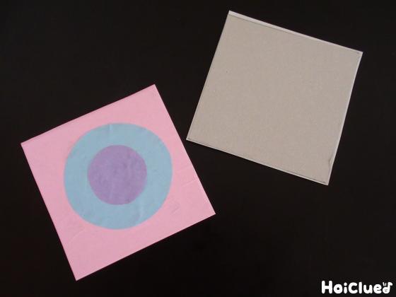 厚紙に折り紙を貼り付けた写真