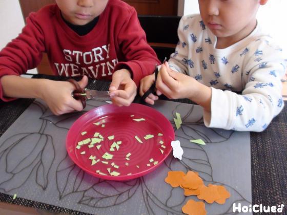 青のりを作る子どもたちの様子