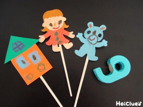 割り箸に人形を取り付けた写真