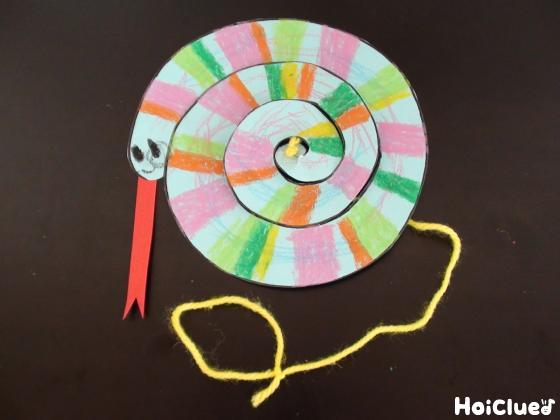 材料2つで楽しめる!不思議な動きのぐるぐるヘビ〜手軽に楽しめる手作りおもちゃ〜