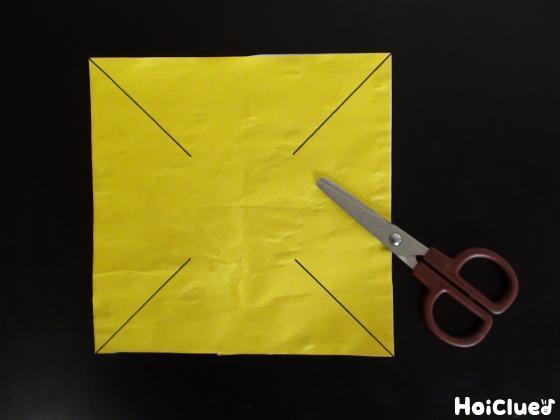 四隅に線が書いてある折り紙