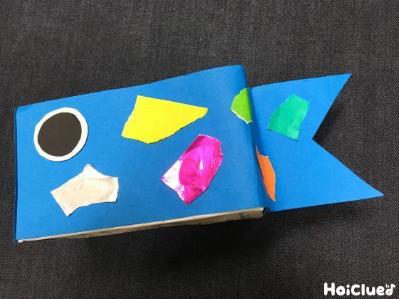折り紙をちぎって模様をつけた写真