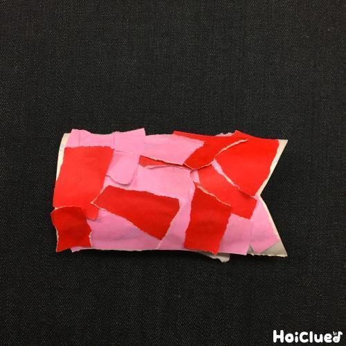 トイレットペーパーの芯に貼り付けた写真