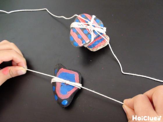 たこ糸を結んだ石