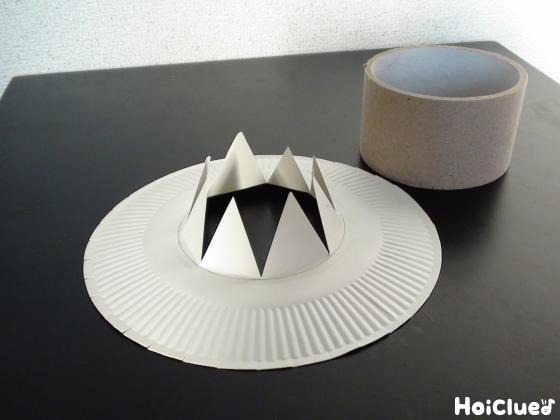 切り込みの入った紙皿