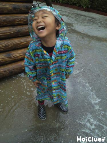 笑顔の子どもの写真