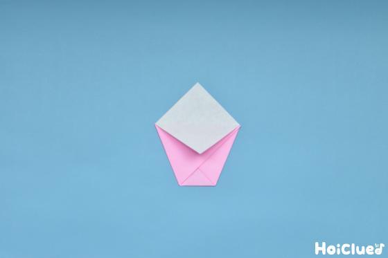 折り紙を折る写真