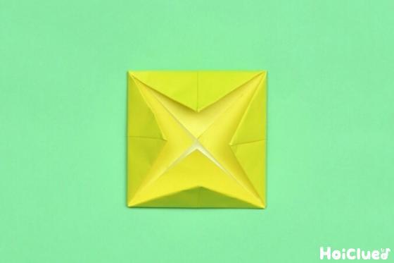 また四角を中心に向かって三角に折った写真
