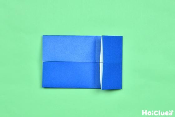 長方形の端から中心に向かって片側を折った写真