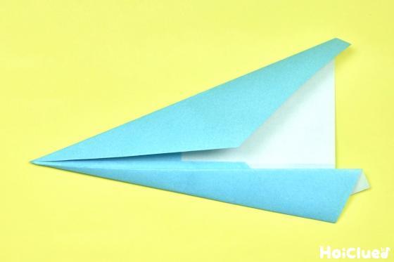中心線に合わせもう一度折り上げた折り紙の写真