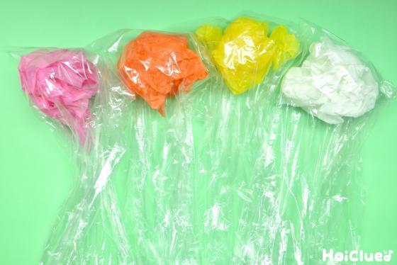 丸めた花紙をビニール袋に入れた様子