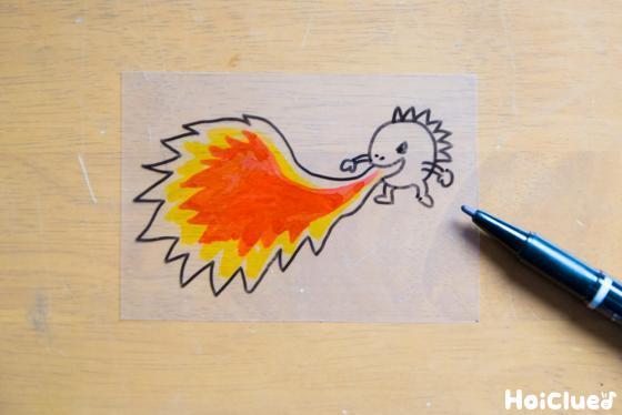 口から火を吐くモンスターを描いた1枚のクリアファイル