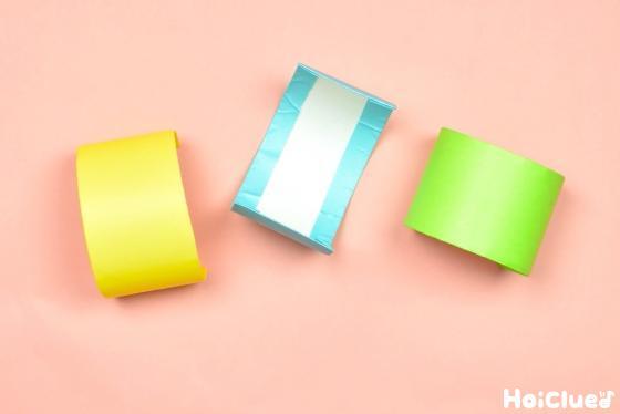 トイレットペーパーの芯に色紙を貼り付けた写真