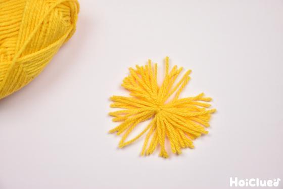 別の色で作った毛糸花火の写真