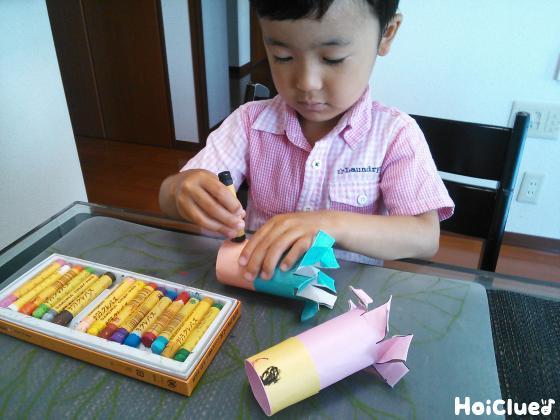 絵を描く子どもの様子