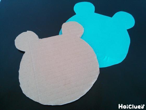 動物の形に切り色画用紙を貼ったダンボール